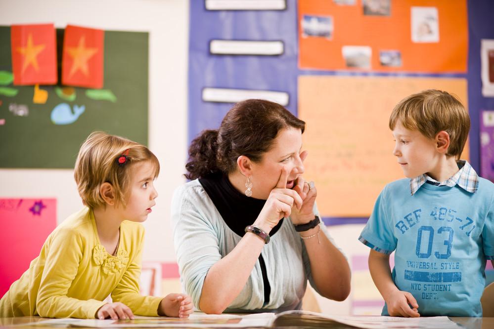 Pourquoi les enfants apprenent-ils plus vite l'anglais